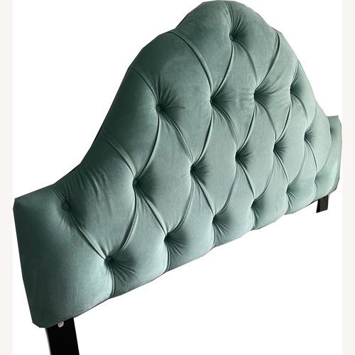 Used Skyline Furniture Full Sz Velvet Tufted Headboard for sale on AptDeco