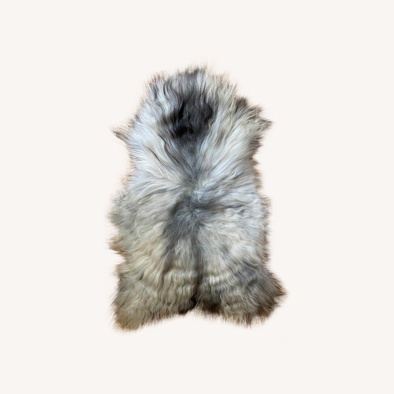 Authentic Icelandic Sheepskin Rug/Throw (1) - image-0