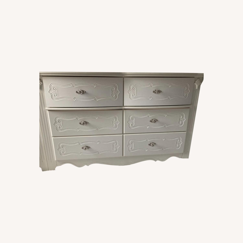 Ashley Furniture Exquisite Dresser & Mirror Set - image-0