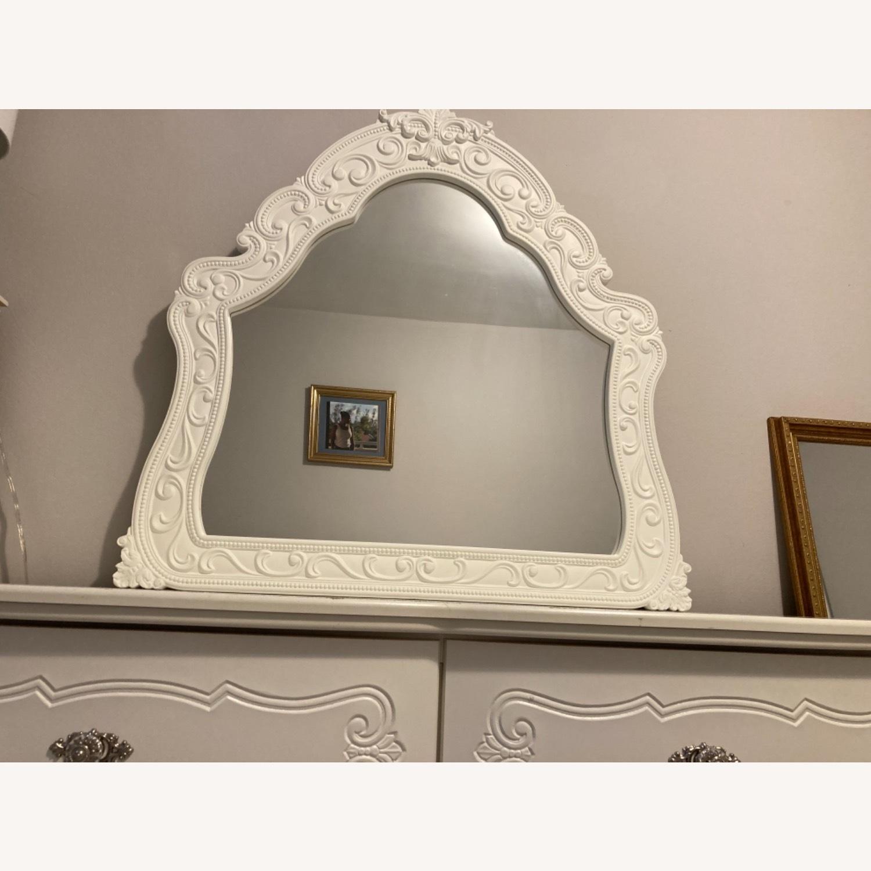 Ashley Furniture Exquisite Dresser & Mirror Set - image-3