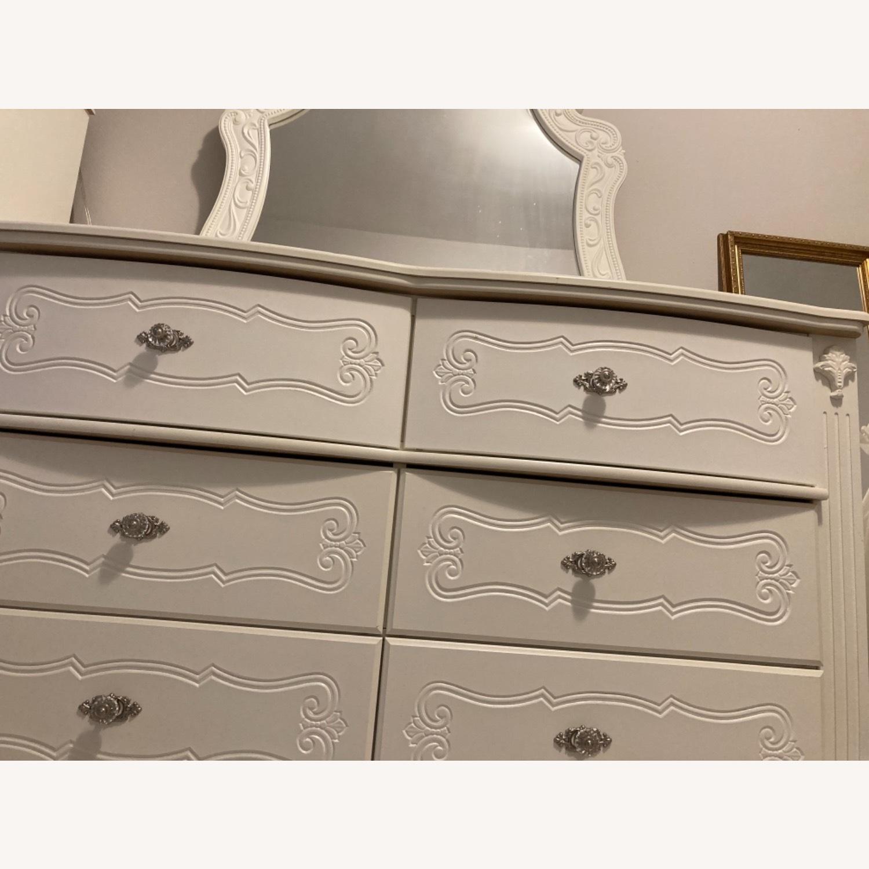 Ashley Furniture Exquisite Dresser & Mirror Set - image-2