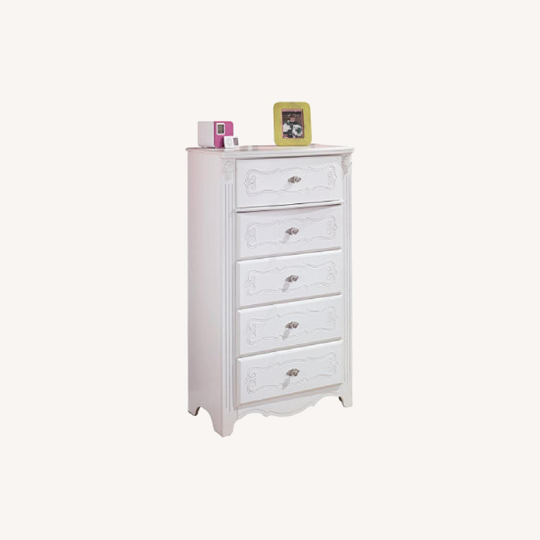 Ashley Furniture Exquisite Chest - image-5