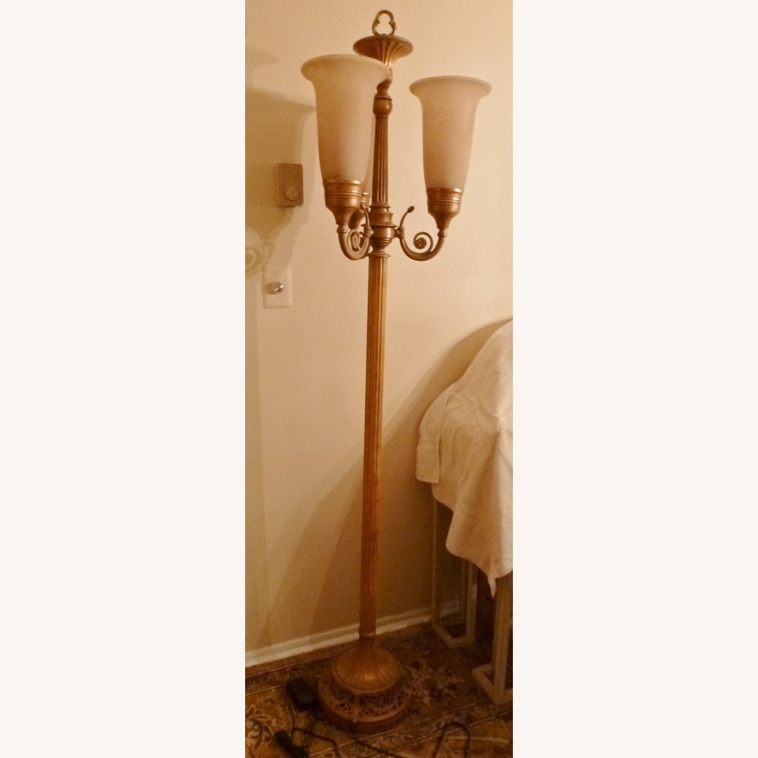 Gold tone Floor Lamp w/3 Lights and Dimmer Switch - image-4