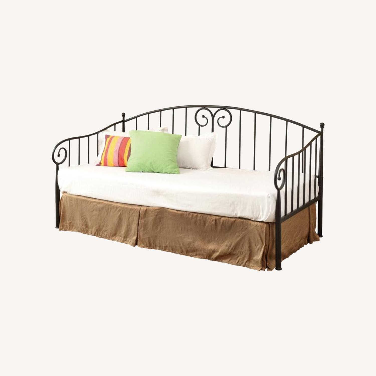 Twin Daybed In Black Finish W/ Sloped Rail Design - image-4