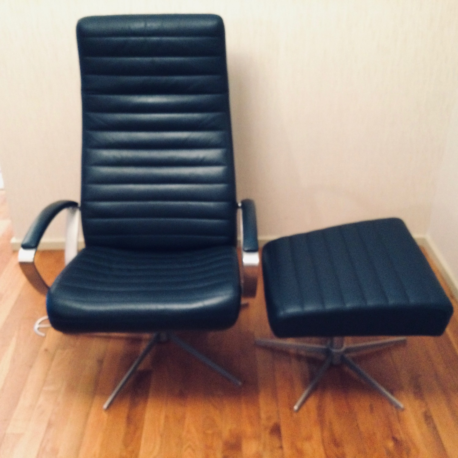 Black Recliner w/Ottoman by BoConcept - image-9