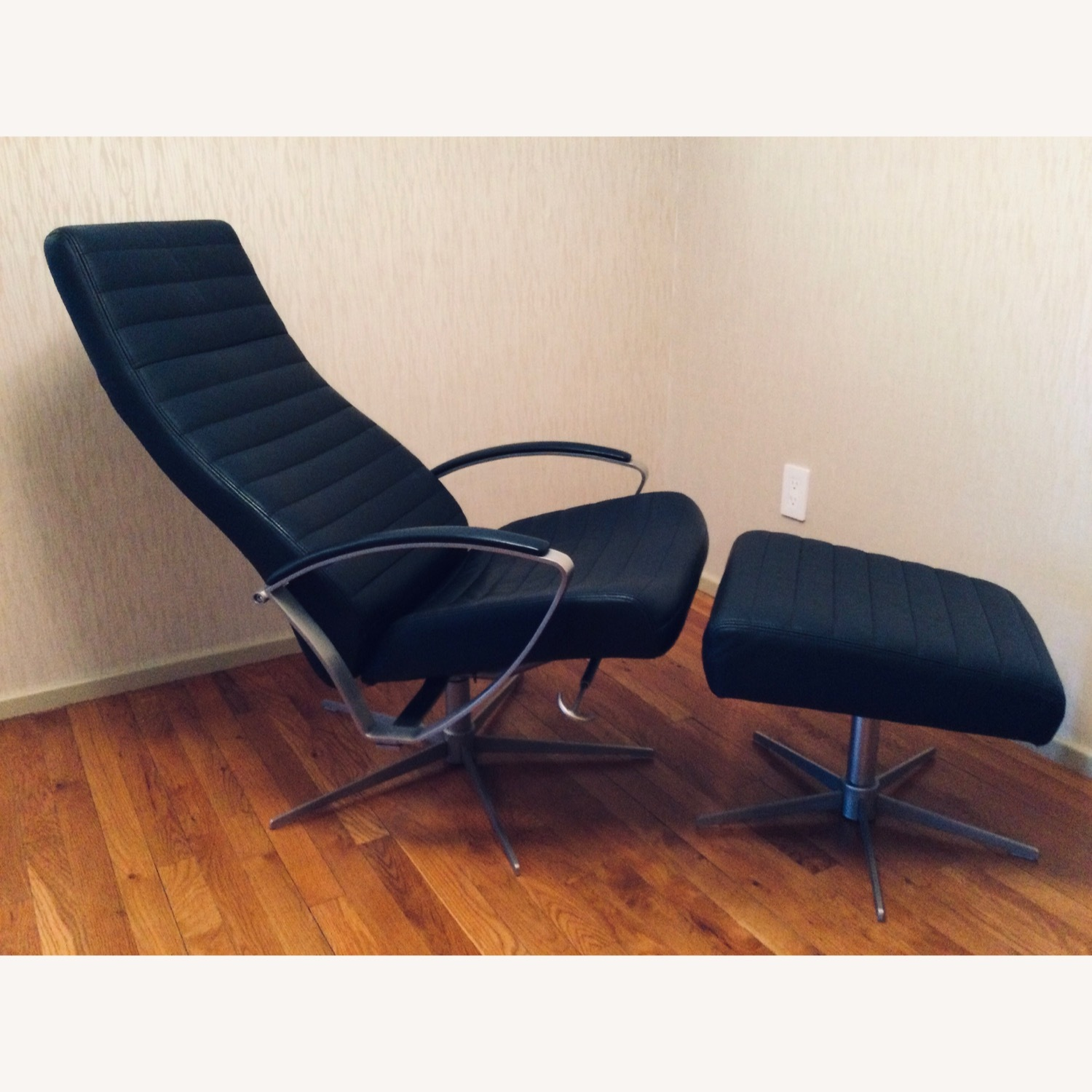 Black Recliner w/Ottoman by BoConcept - image-7