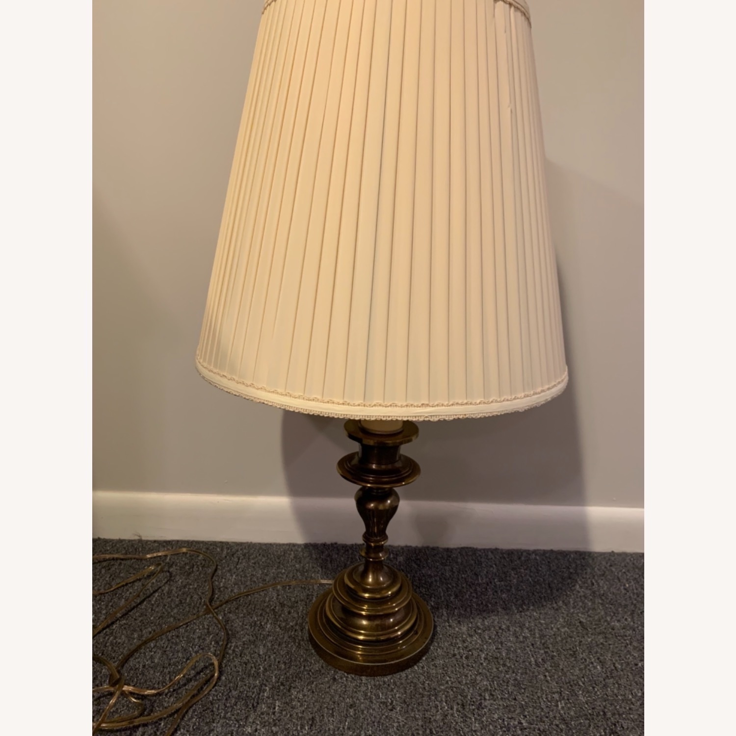 Traditional Table Lamp - image-4