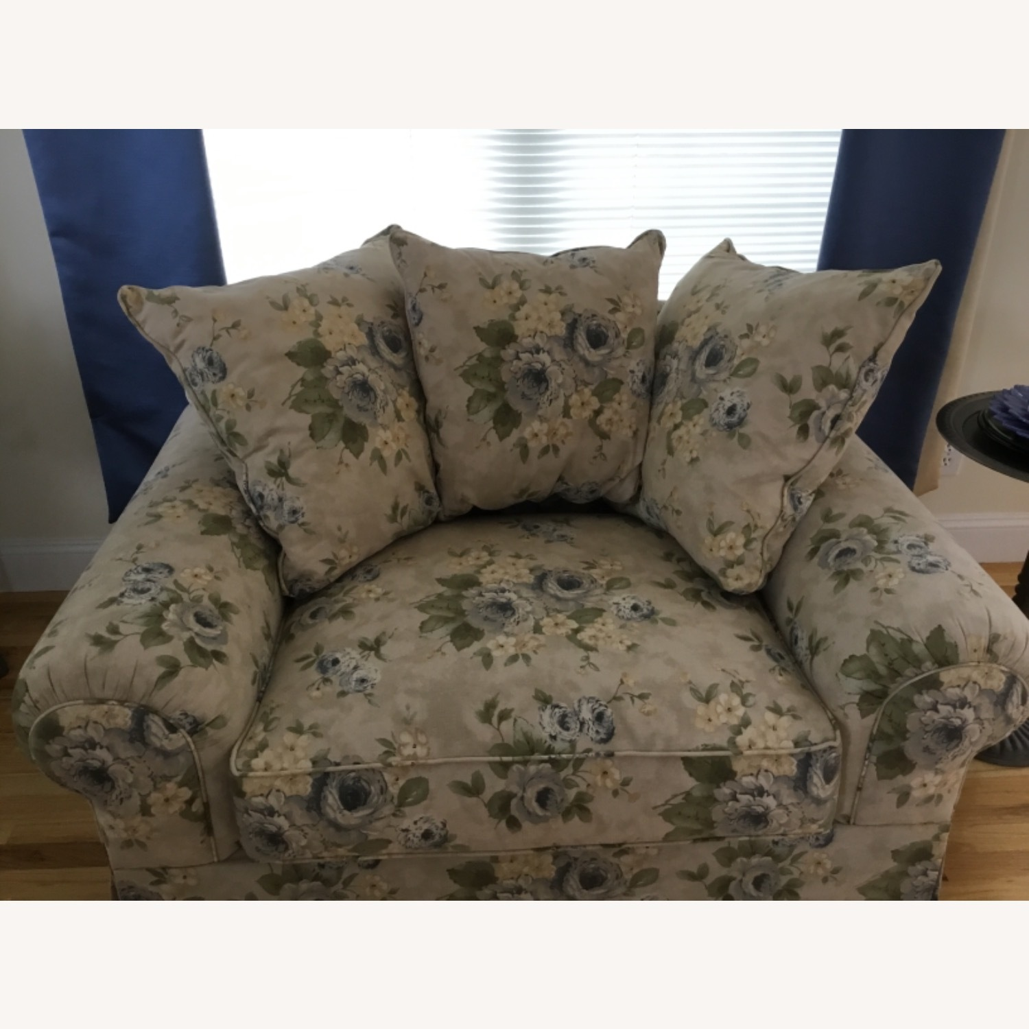 Wayside Furniture Oversized Chair - image-3