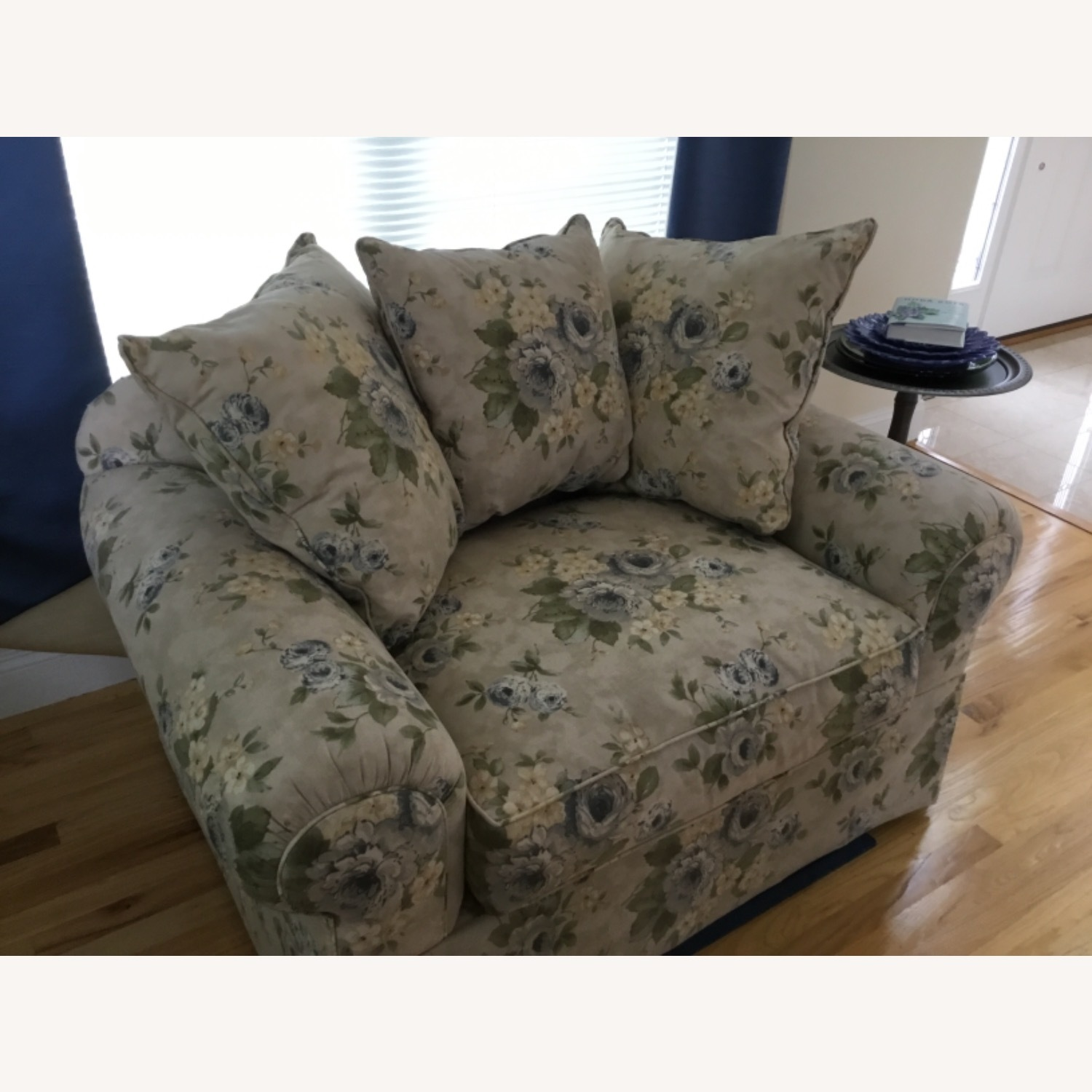 Wayside Furniture Oversized Chair - image-4