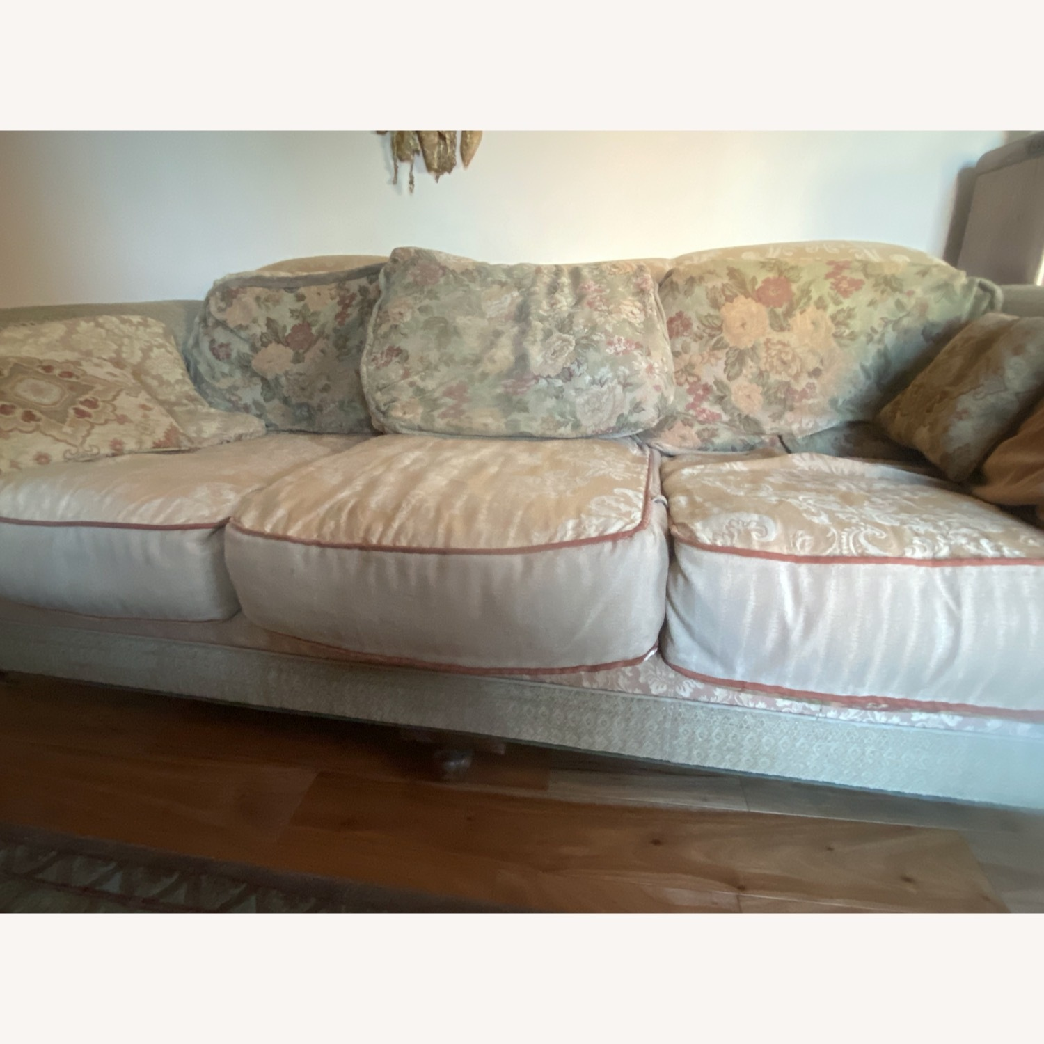 Domain Ornate Super Comfortable Couch Art Deco in Style - image-4