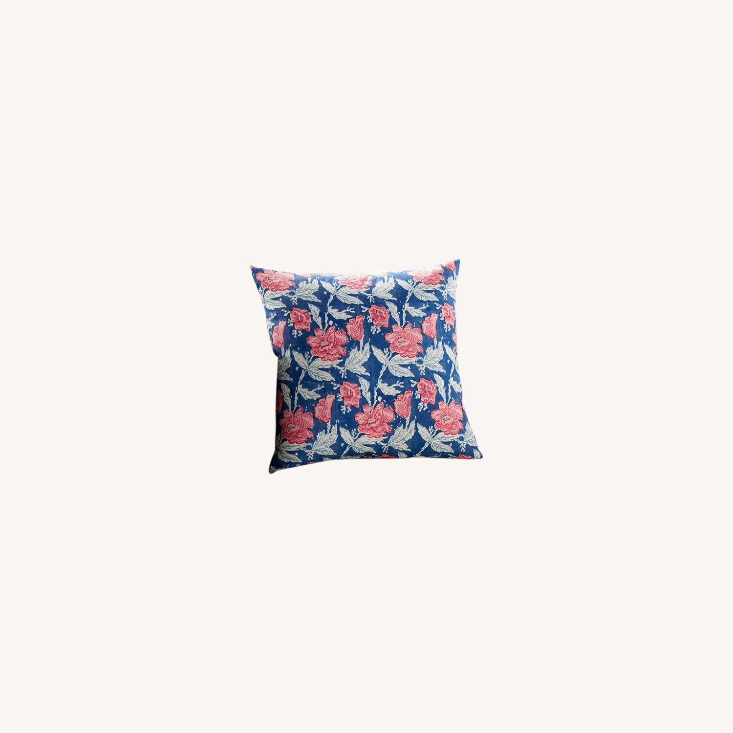 Pottery Barn Indoor/Outdoor Pillow - Set of 8 - image-0