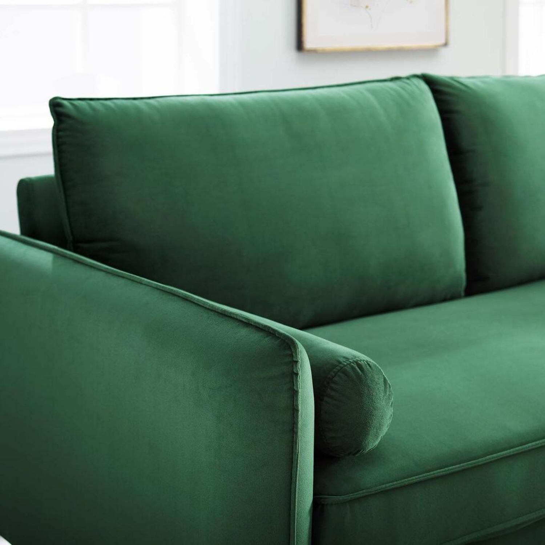 Modern Style Sofa In Emerald Velvet Upholstery - image-5
