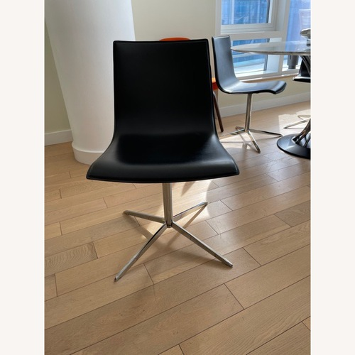 Used 4 x Swinging Chairs Made in Italy for sale on AptDeco