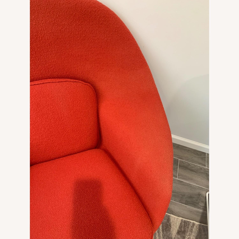 Eero Saarinen Knoll Womb Chair with Ottoman - image-4