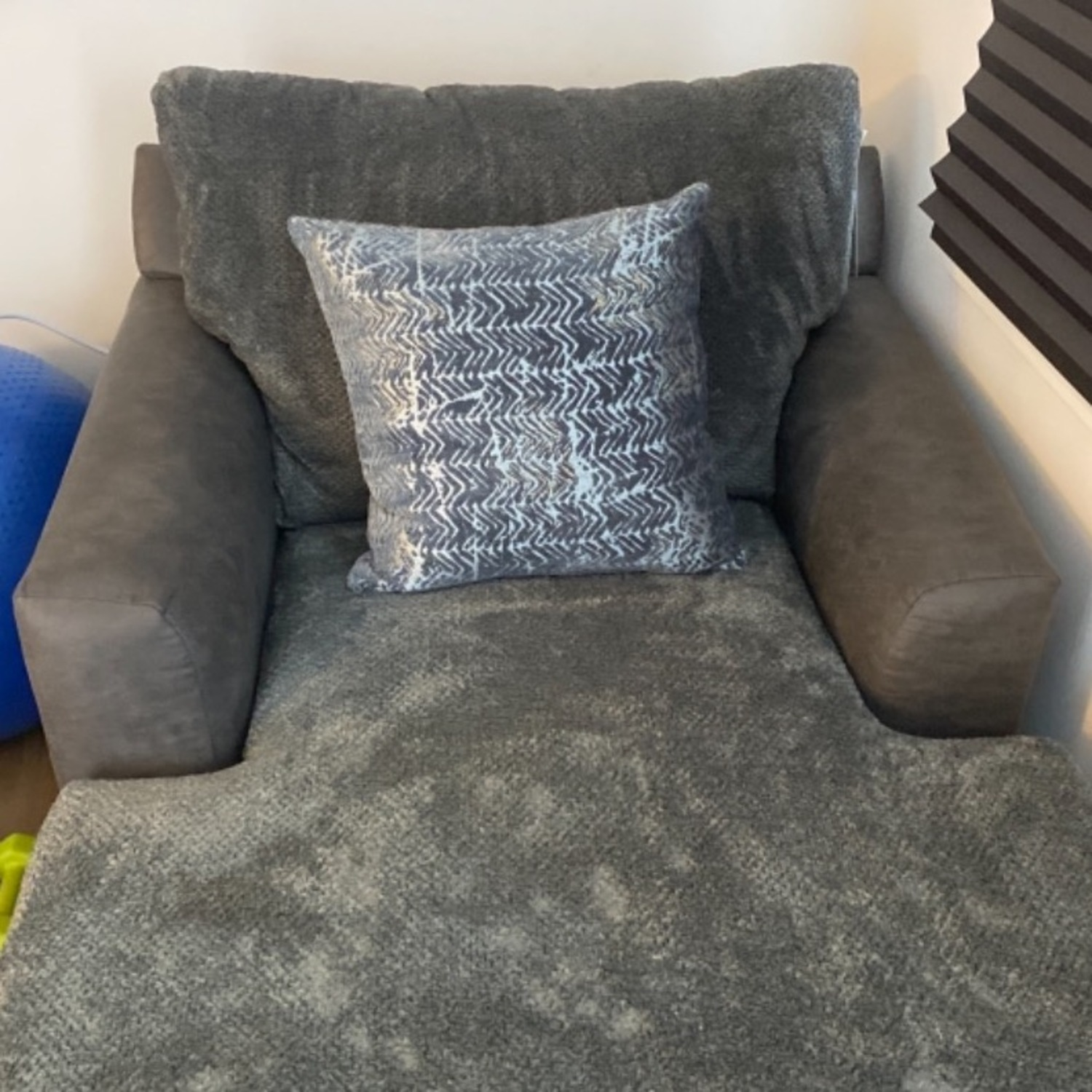 Bob's Discount Grey Chaise Lounge - image-3