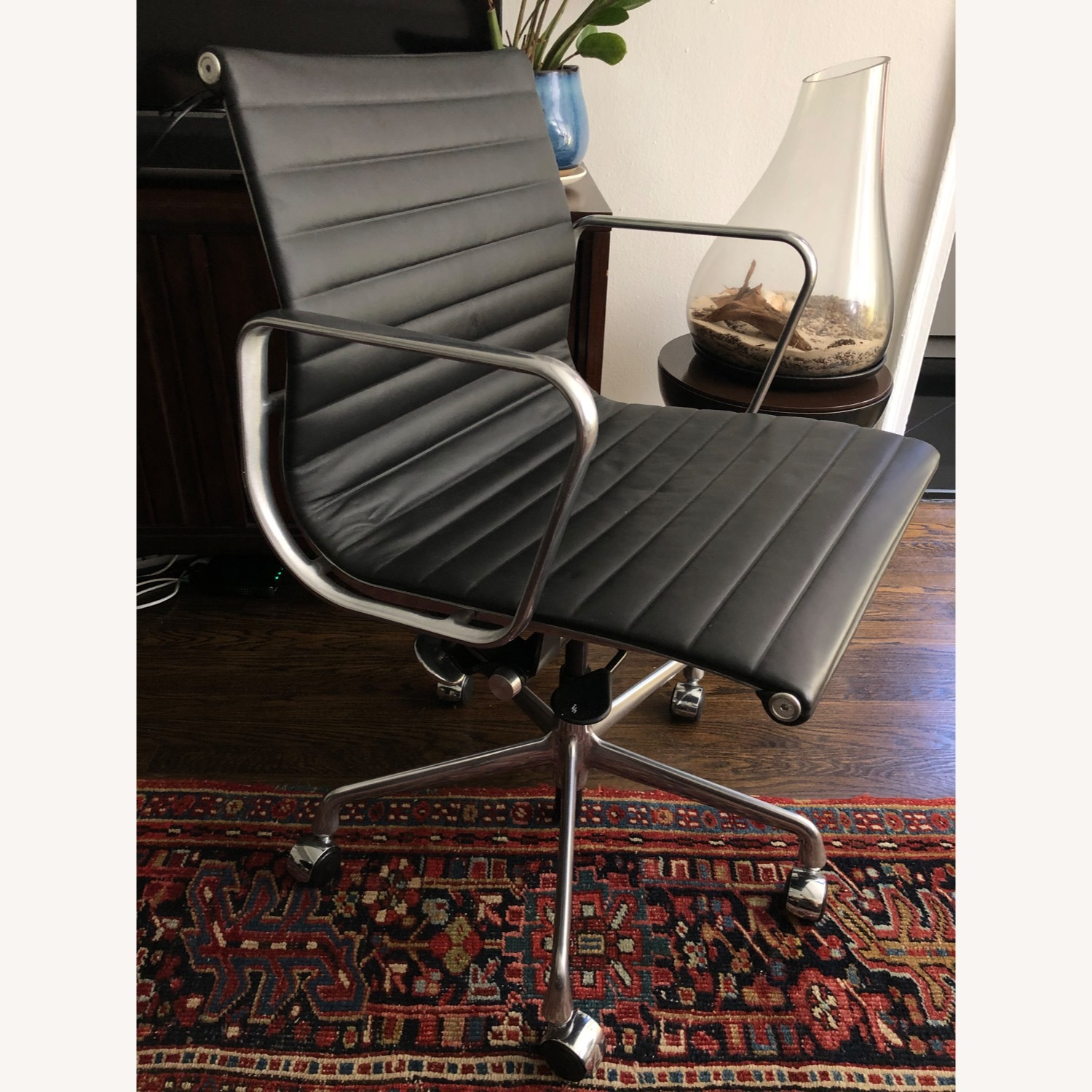 Eames Aluminum Group Chair - image-3