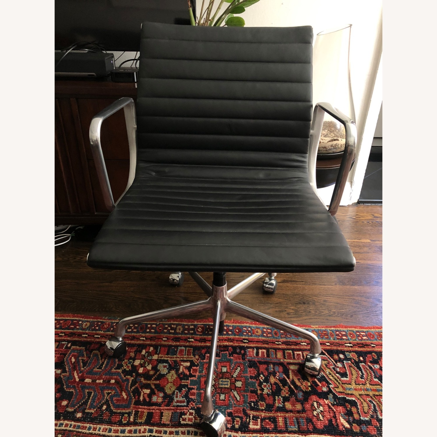 Eames Aluminum Group Chair - image-2