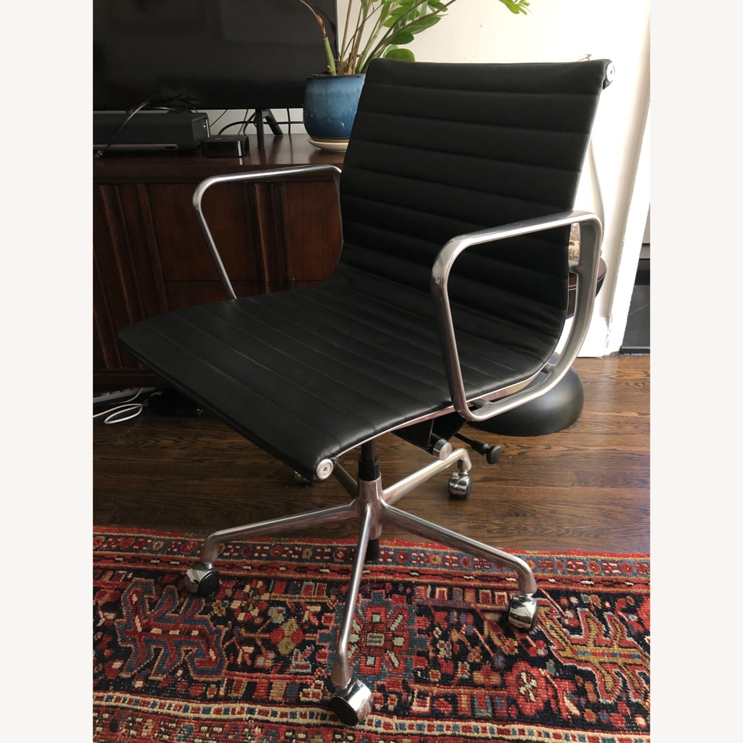 Eames Aluminum Group Chair - image-4