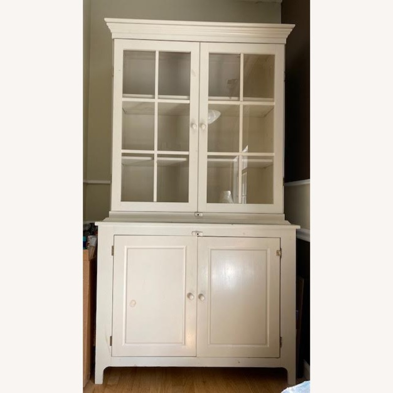 Hutch - Glass Front and Solid Doors with Shelving - image-1