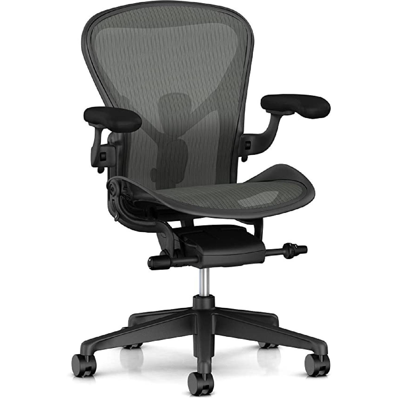 Herman Miller Aeron Chair Size B - image-5