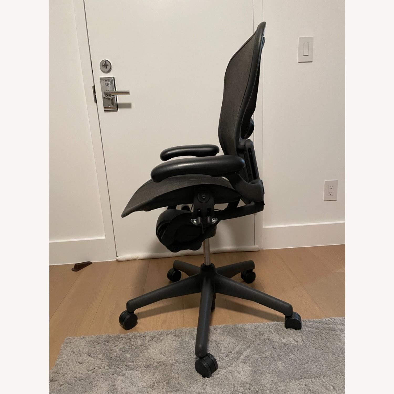 Herman Miller Aeron Chair Size B - image-2