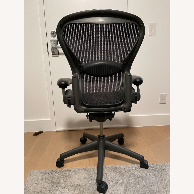 Herman Miller Aeron Chair Size B - image-3