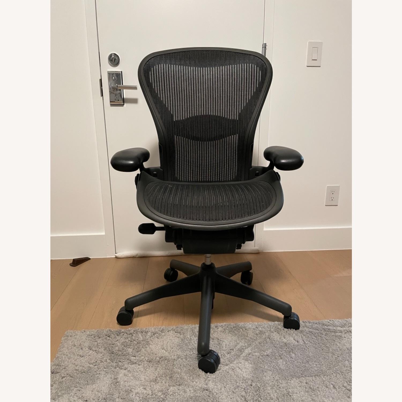 Herman Miller Aeron Chair Size B - image-1