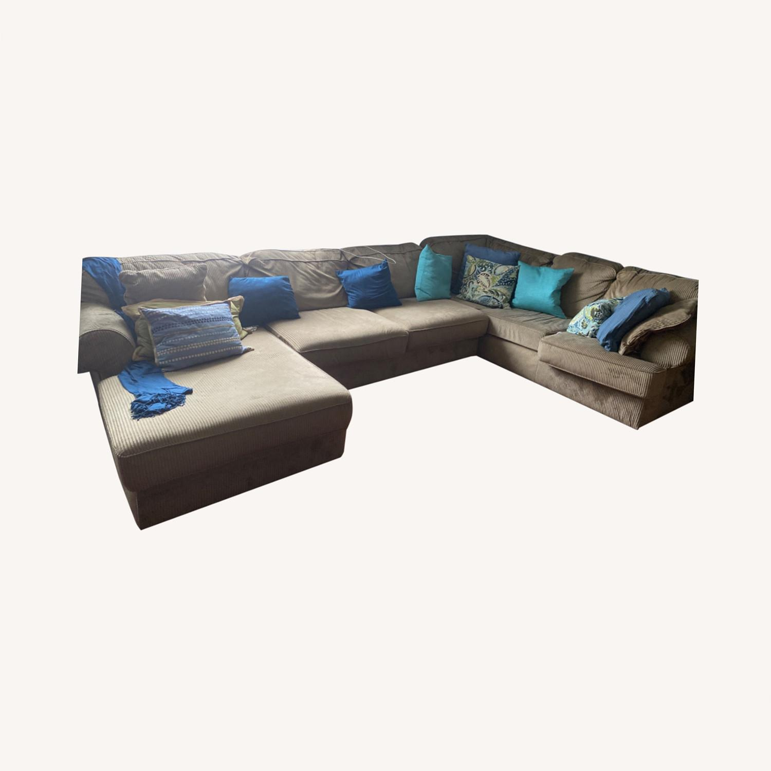 3 Piece Sectional - image-0