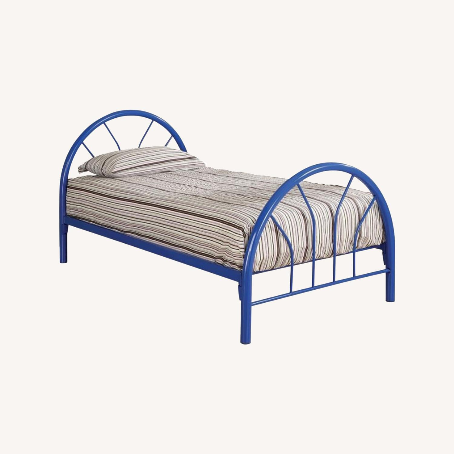 Contemporary Twin Bed In Blue Metal Finish - image-3