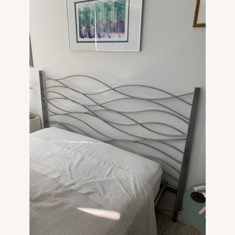 Modern Design Silver Metal Queen Bed - image-4