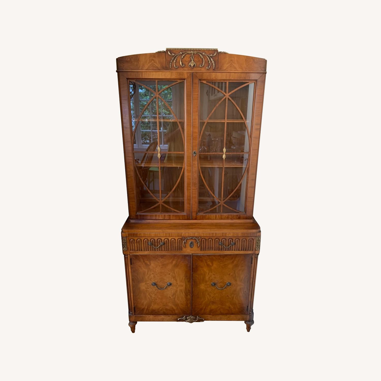 Breakfast Style Curio Cabinet - image-0