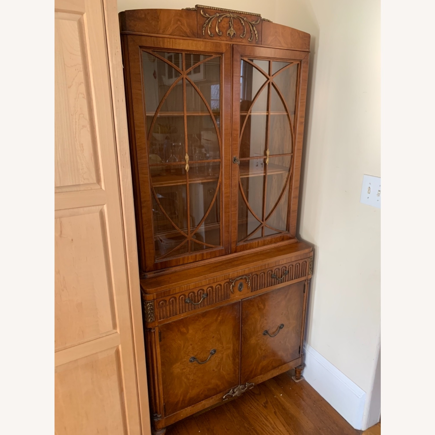 Breakfast Style Curio Cabinet - image-2