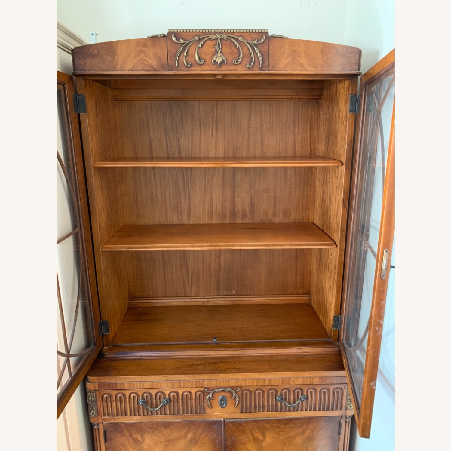 Breakfast Style Curio Cabinet - image-3