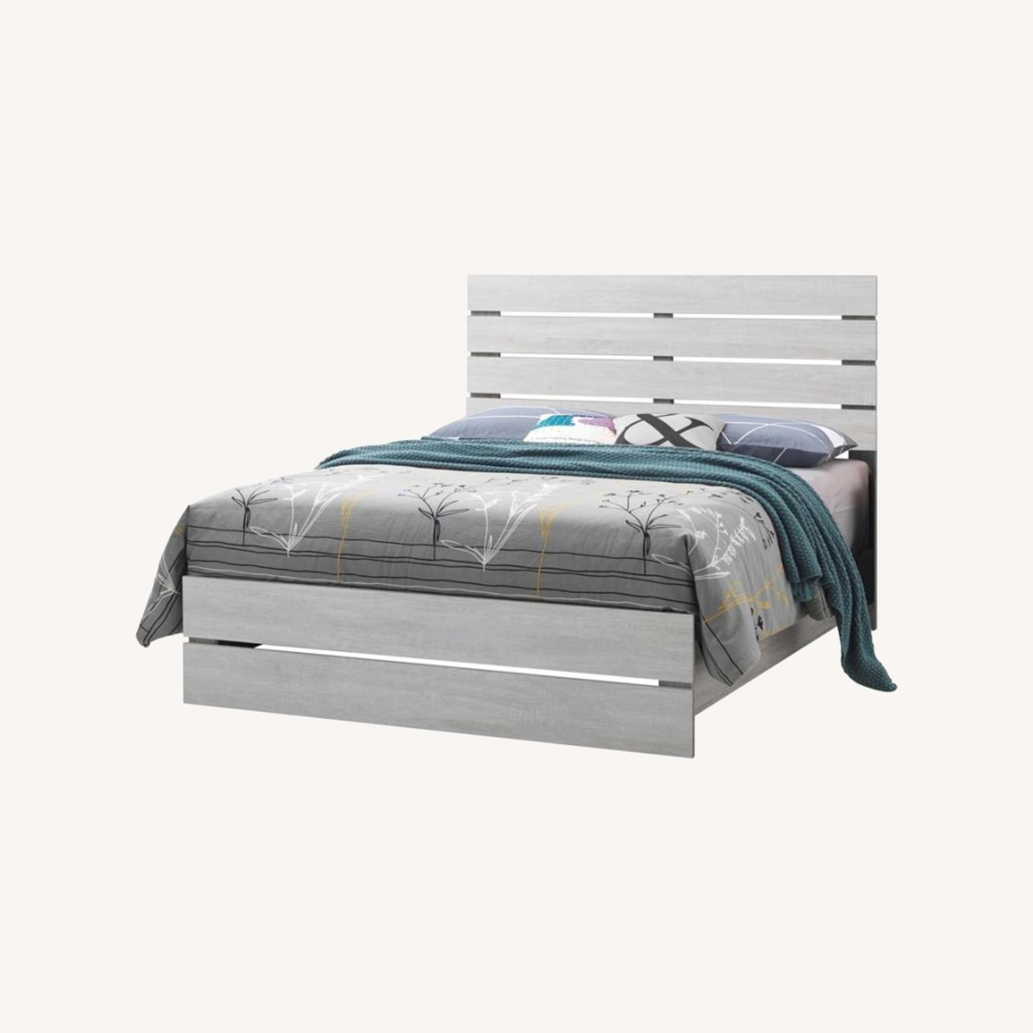 King Bed In Coastal White W/ 3D Paper Laminate - image-4