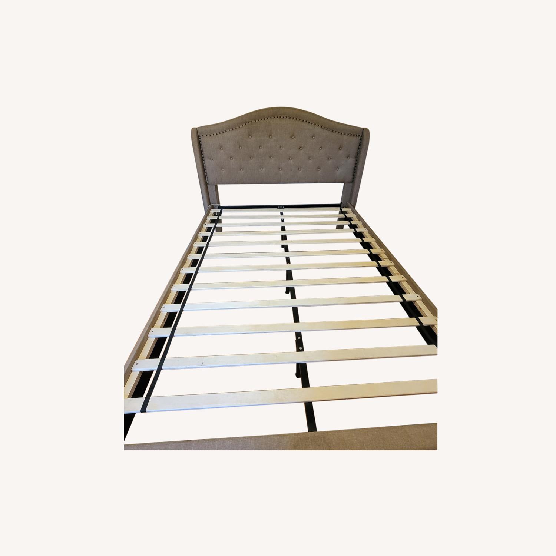 HW Home Queen Bed - image-0
