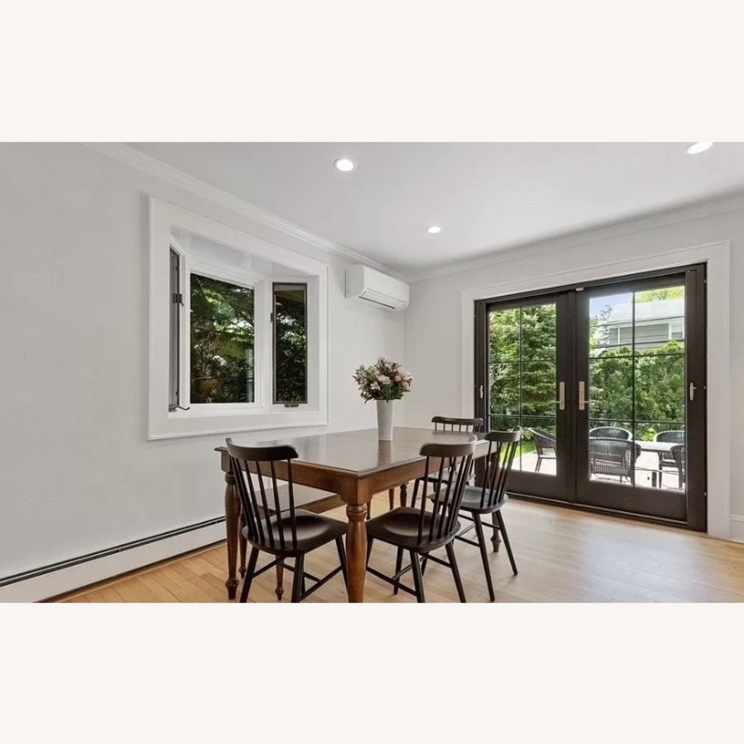 Canadel Dining Table with 2 Leaves - image-1