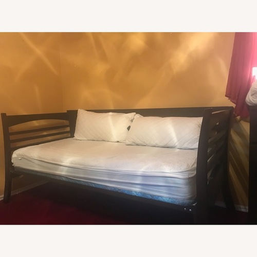 Used Daybed for sale on AptDeco