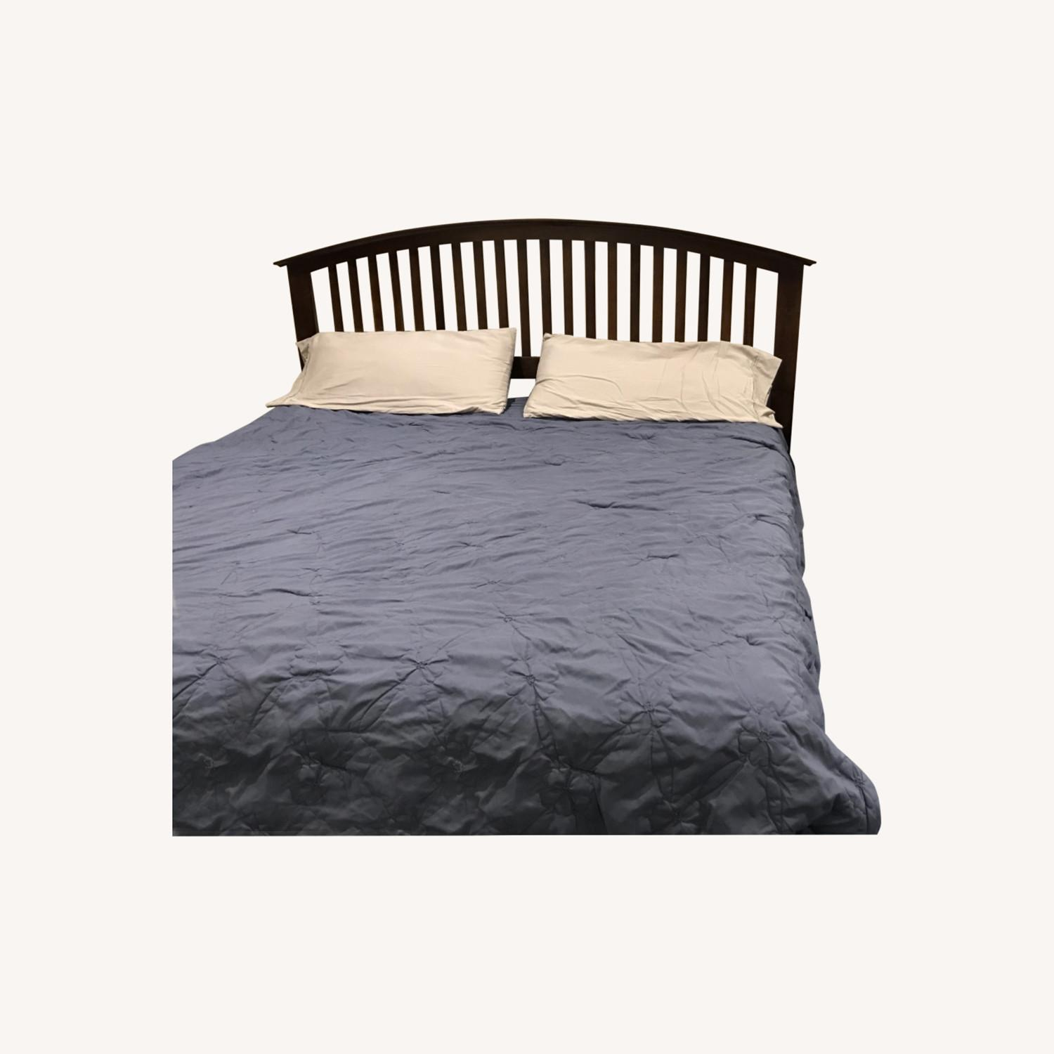 Bob's Discount Furniture King bed - image-0