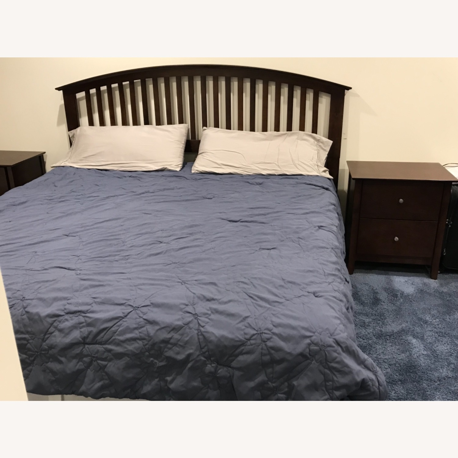 Bob's Discount Furniture King bed - image-1