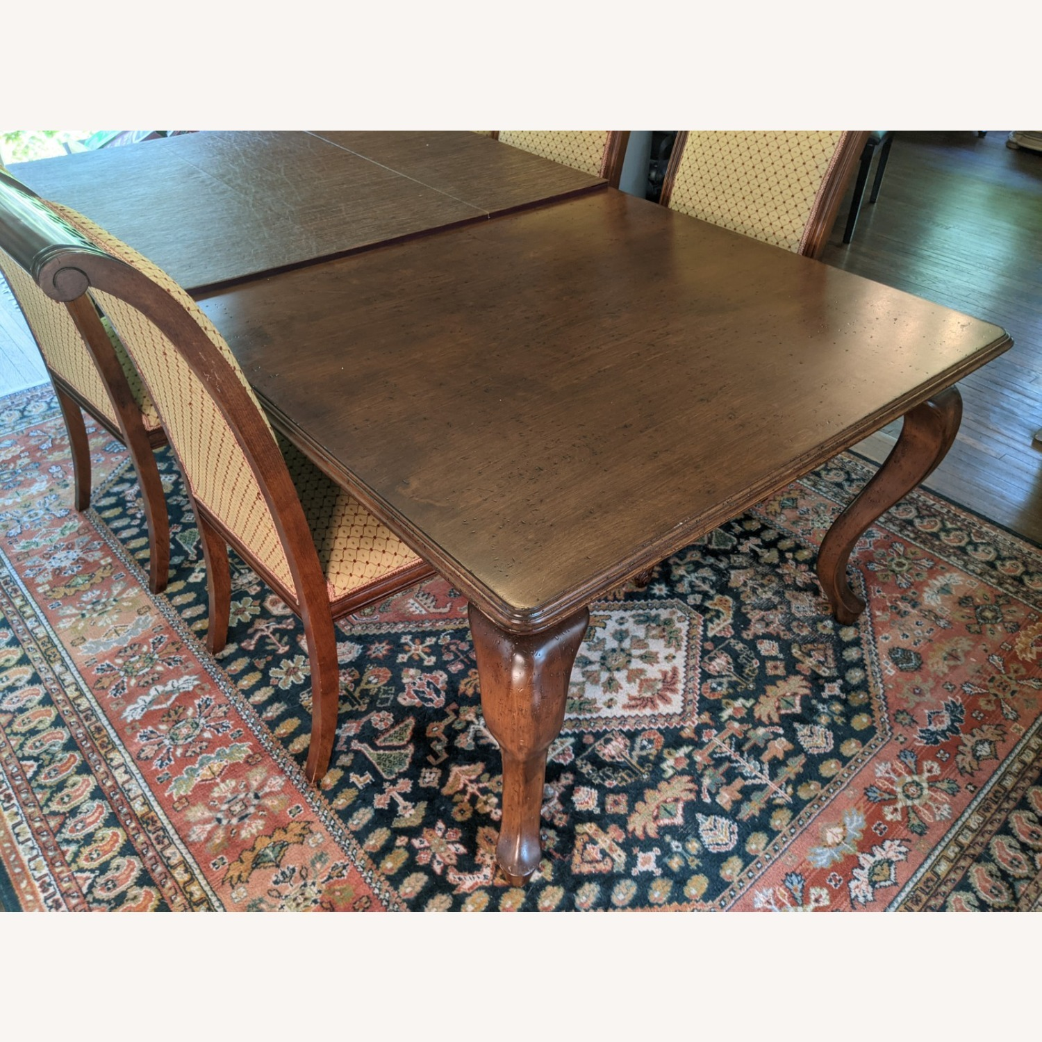 Queen Anne-style Table with Leaves and Table Pad - image-4