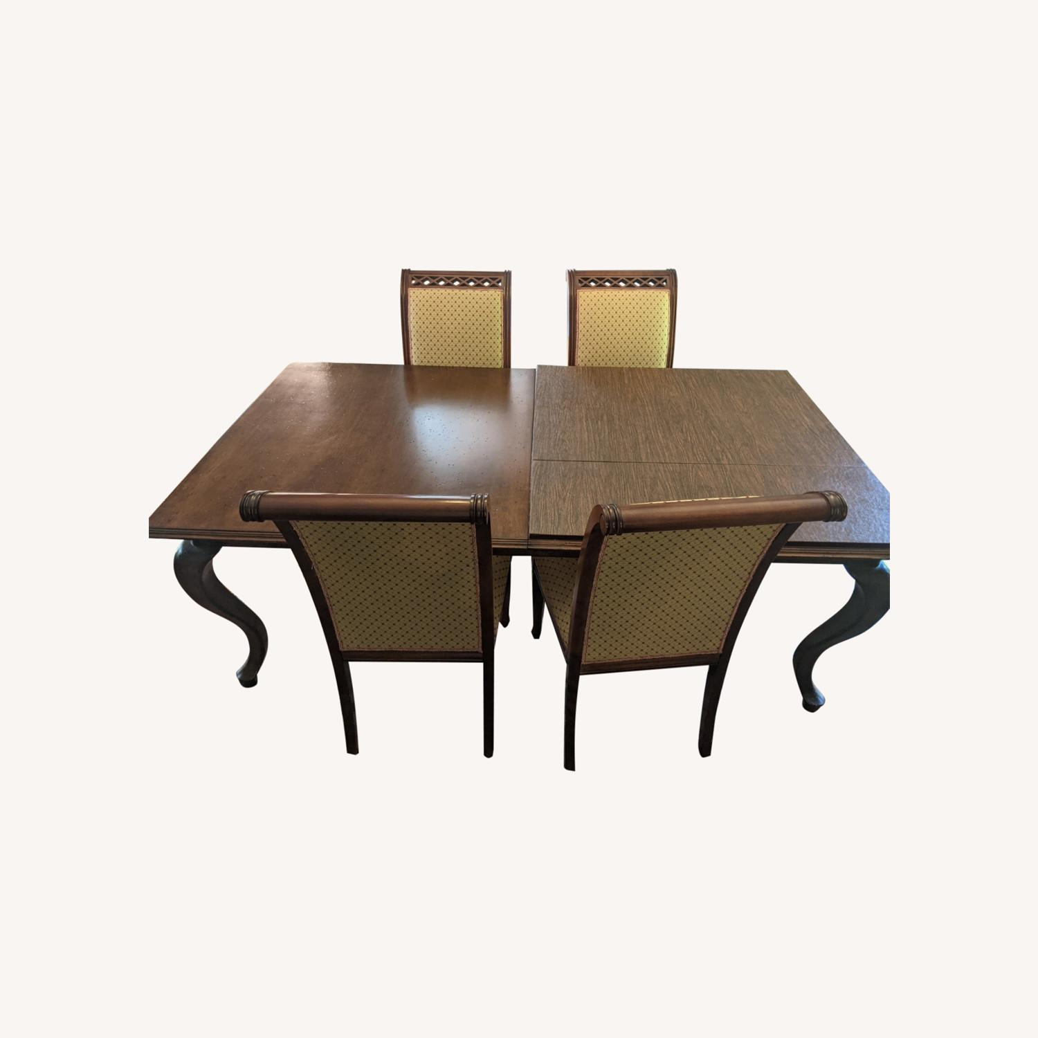 Queen Anne-style Table with Leaves and Table Pad - image-0