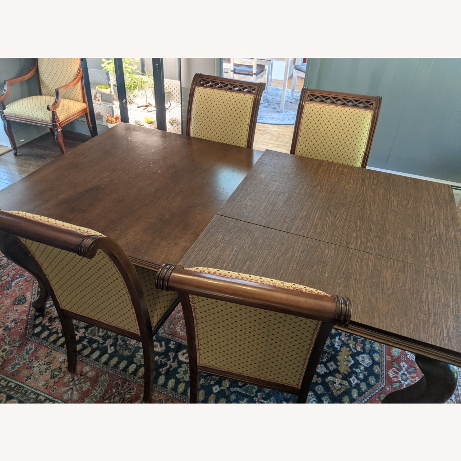 Queen Anne-style Table with Leaves and Table Pad - image-6