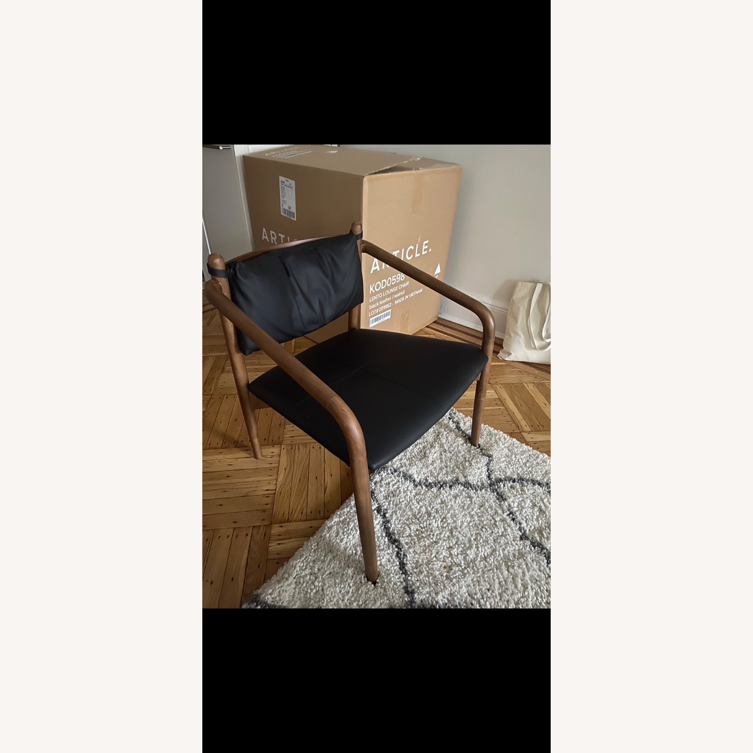 Article Chairs - image-1
