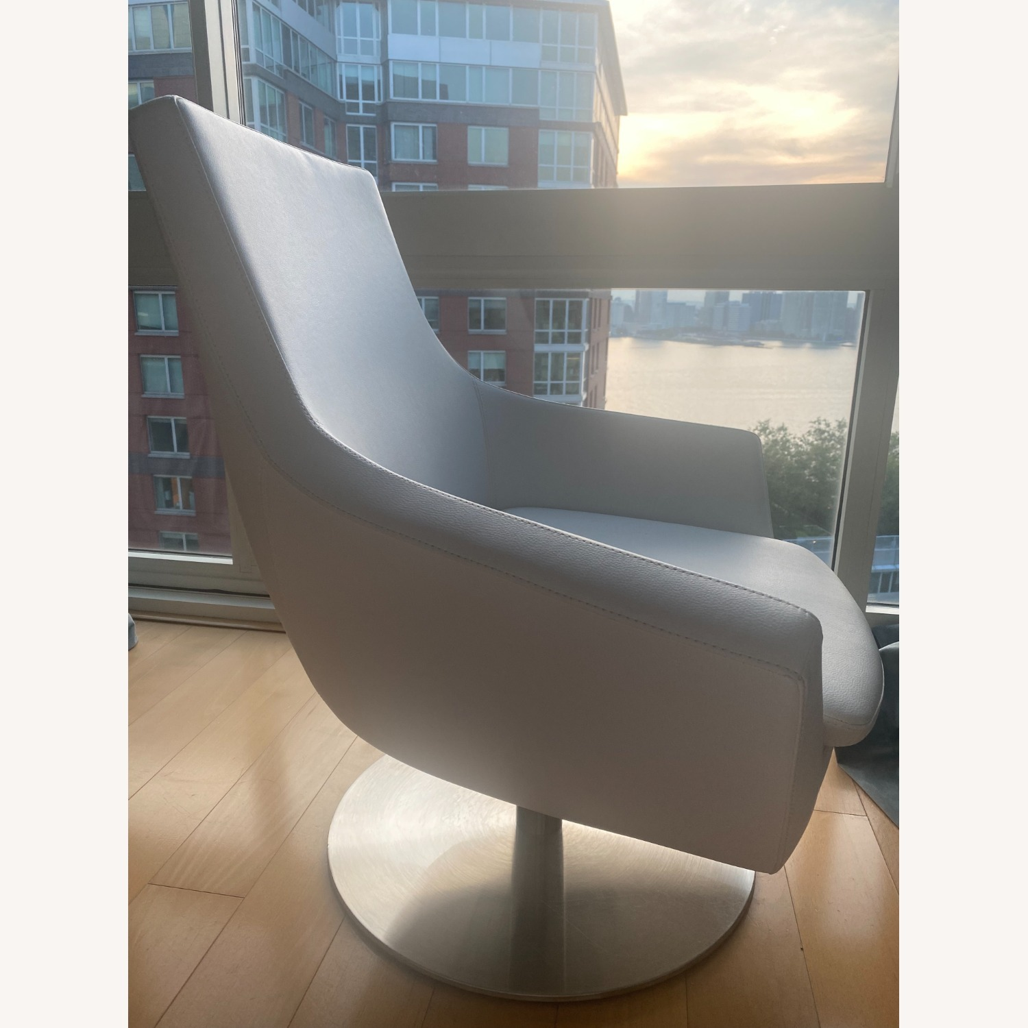 Lazzoni White Leather Chair - image-5