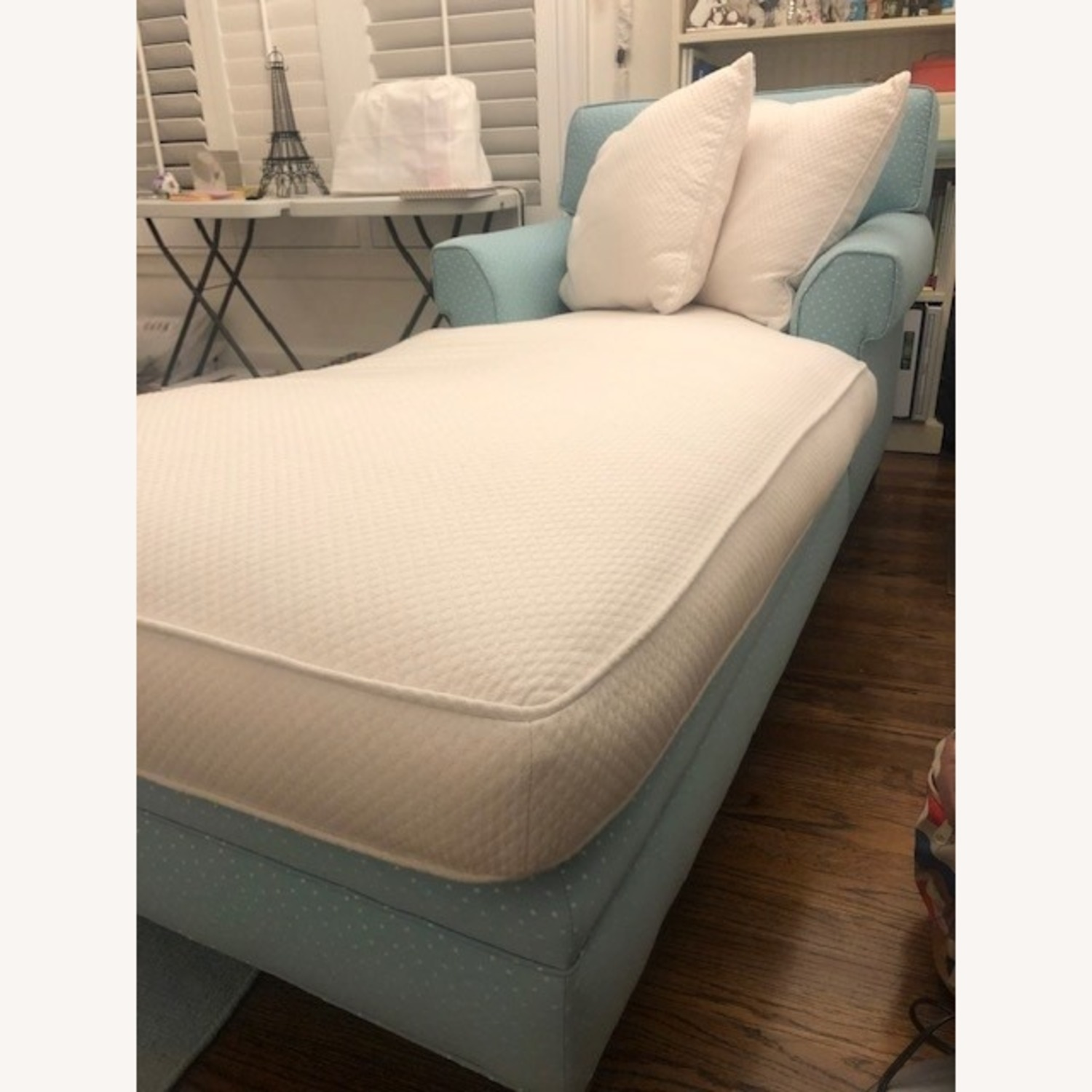 Incredibly Cozy Chaise - image-3