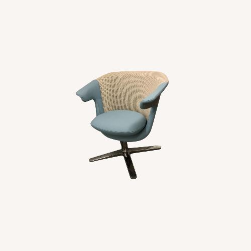 Used Steelcase 2 i2i Chairs for sale on AptDeco