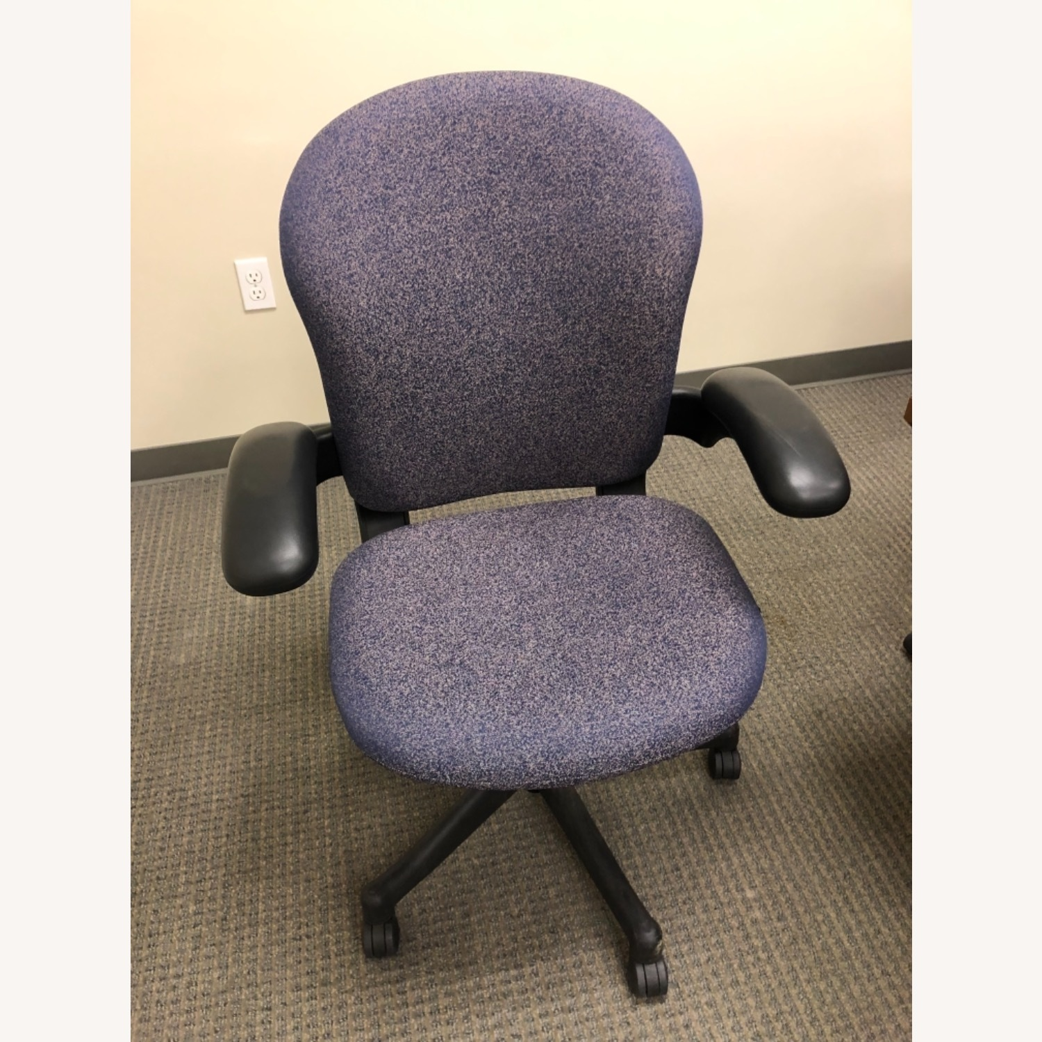 Herman Miller Chair Fixed Arm - image-1