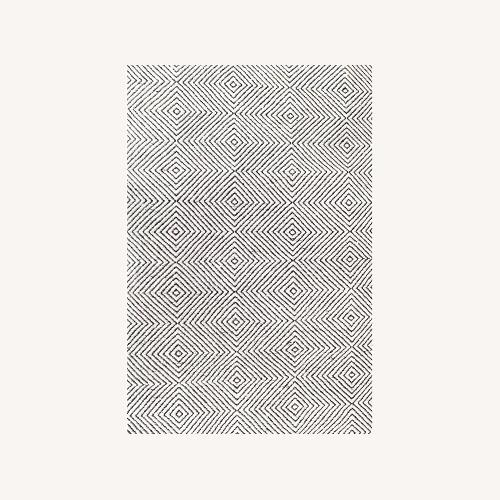 Used nuLOOM Black/White Area Rug 76 x 96 for sale on AptDeco