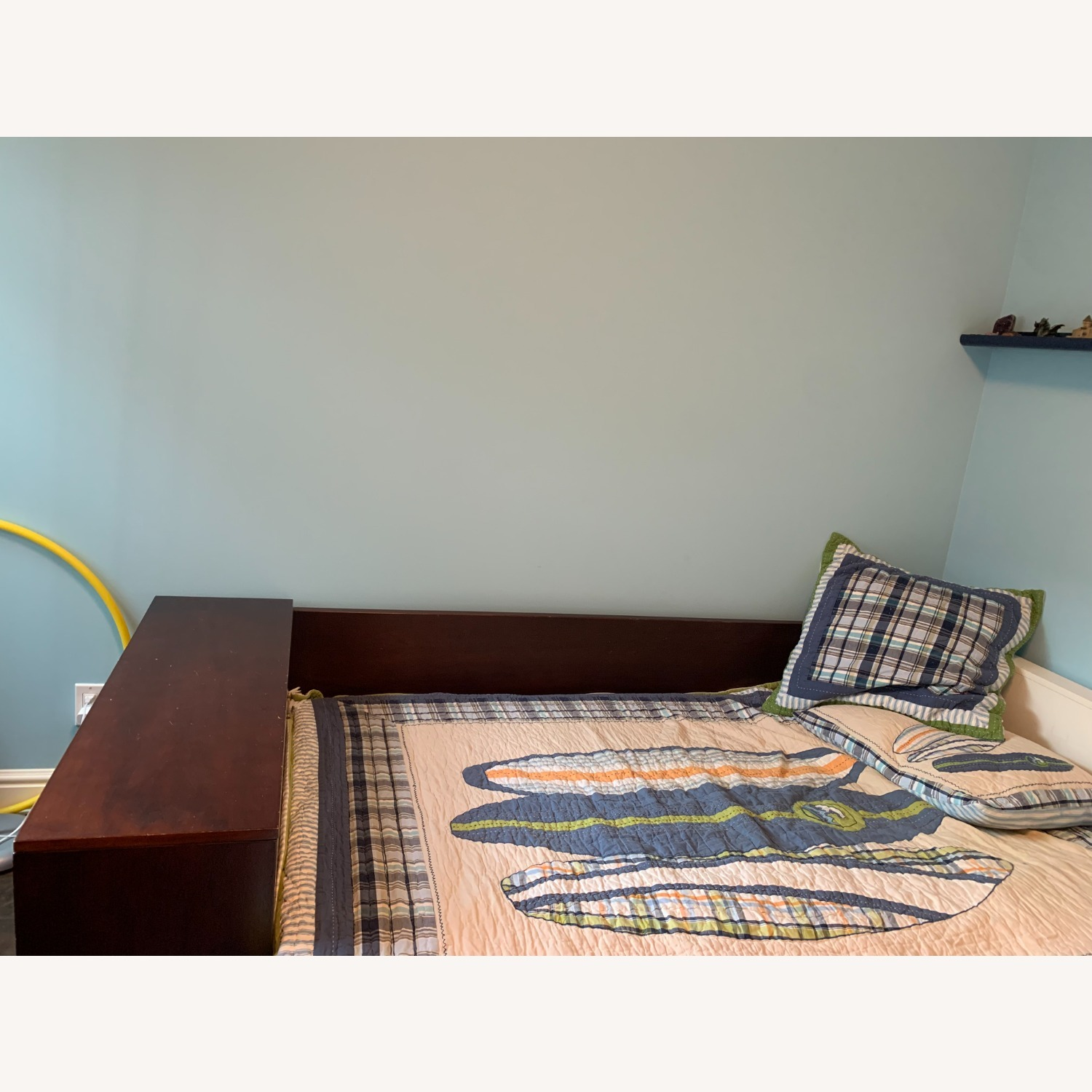 Twin Bed - Great Design - Built in Storage - image-4