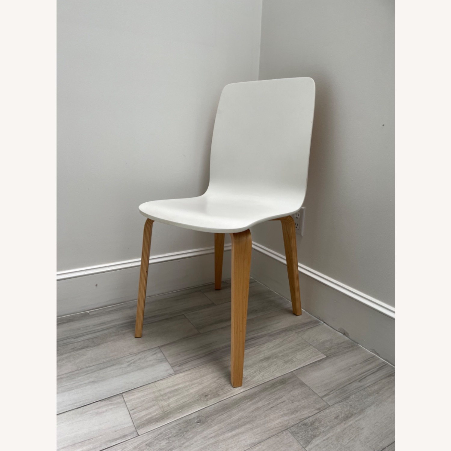 Anthropologie White Tamsin Dining Chairs (4) - image-3